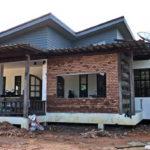 บ้านชั้นเดียวยกพื้นต่ำสไตล์โมเดิร์นลอฟท์ ดีไซน์การตกแต่งด้วยผนังอิฐโชว์แนวแบบสวยดิบ