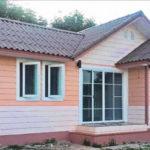 แบบบ้านชั้นเดียวสไตล์คอจเทจ ดีไซน์ผนังไม้เทียมในโทนสีอ่อน 2 ห้องนอน 1 ห้องน้ำ งบก่อสร้าง 6.5 แสนบาท