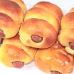 """ชวนทำ """"ขนมปังไส้กรอก"""" ขนมปังอบร้อนหอมกรุ่น พร้อมไส้กรอกแสนอร่อย"""