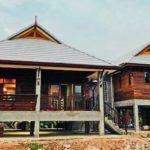 บ้านไม้สักกึ่งปูนเปลือยชั้นครึ่ง สวยงามแบบไทยร่วมสมัย ในขนาด 3 ห้องนอน 2 ห้องน้ำ