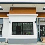 บ้านชั้นเดียวสไตล์โมเดิร์น ออกแบบโปร่งโล่ง มีพื้นที่ใช้สอยครบครัน 3 ห้องนอน 2 ห้องน้ำ