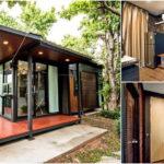 บ้านน็อคดาวน์ขนาดเล็ก แต่งผนังไม้สวยงาม พร้อมเฉลียงทรงตัวแอล เหมาะสำหรับอยู่อาศัยไม่เกินสองคน
