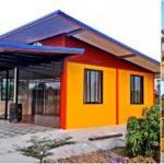 บ้านชั้นเดียวพร้อมร้านค้า โดดเด่นด้วยสีเหลืองสด 1 ห้องนอน 1 ห้องน้ำ ในงบก่อสร้าง 295,000 บาท