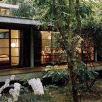 บ้านสไตล์โมเดิร์นลอฟท์ยกพื้นโปร่ง เนรมิตพื้นที่ใช้ชีวิตสุดแนว ท่ามกลางธรรมชาติแสนสงบ