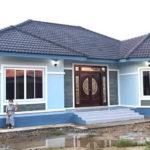 บ้านชั้นเดียวรูปทรงร่วมสมัย ตกแต่งโทนสีฟ้า พร้อมมุขหน้าต่าง งบก่อสร้าง 1.5 ล้านบาท