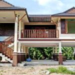 บ้านยกพื้นสไตล์ไทยประยุกต์ ตกแต่งด้วยงานไม้ สวยงามแบบไทย พร้อมพื้นที่พักผ่อนใต้ถุนบ้าน