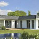 แบบบ้านชั้นเดียวสไตล์โมเดิร์น ดีไซน์รูปทรงตัวแอล (L-Shape) ในโทนสีขาว ขนาด 3 ห้องนอน 2 ห้องน้ำ