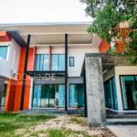 บ้านสองชั้นสไตล์โมเดิร์นลอฟท์ ขนาด 3 ห้องนอน 4 ห้องน้ำ ภายในออกแบบเพดานยกสูงโปร่งสบาย