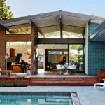 บ้านสไตล์โมเดิร์นทรงหน้าจั่ว พร้อมสระว่ายน้ำ ดีไซน์โปร่งสบาย บรรยากาศเรียบง่าย ชวนพักผ่อน