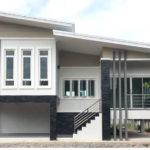 บ้านชั้นเดียวสไตล์โมเดิร์น ออกแบบใต้ถุนยกสูง ขนาด 3 ห้องนอน 2 ห้องน้ำ งบก่อสร้าง 2.13 ล้านบาท