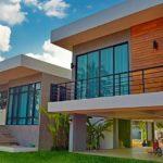 บ้านโมเดิร์นทรงกล่อง ดีไซน์ยกพื้นสูง 3 ห้องนอน 3 ห้องน้ำ งบก่อสร้างเริ่มต้น 1.9 ล้านบาท