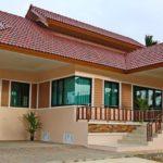 บ้านชั้นเดียวทรงไทยประยุกต์ โครงสร้างยกพื้นต่ำ 3 ห้องนอน 3 ห้องน้ำ งบก่อสร้างเริ่มต้น 1.5 ล้านบาท