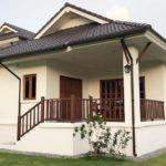 บ้านชั้นเดียวเล่นระดับ ทรงไทยประยุกต์ 3 ห้องนอน 2 ห้องน้ำ งบก่อสร้างเริ่มต้นที่ 1.65 ล้านบาท