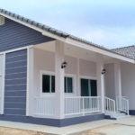 บ้านชั้นเดียวทรงไทยประยุกต์ 3 ห้องนอน 2 ห้องน้ำ พร้อมระเบียงพักผ่อนขนาดเล็กหน้าบ้าน