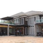 บ้านสองชั้นสไตล์โมเดิร์นทรอปิคอล สำหรับครอบครัวใหญ่ 4 ห้องนอน 3 ห้องน้ำ พื้นที่ใช้สอย 380 ตร.ม.