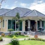 บ้านชั้นเดียวสไตล์คอนเทมโพรารี โทนสีครีม พร้อมสวนสวยหน้าบ้าน 2 ห้องนอน 2 ห้องน้ำ พื้นที่ใช้สอย 147 ตร.ม.