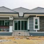 บ้านชั้นเดียวหลังคาทรงแฝด สไตล์คอนเทมโพรารี พร้อมมุมพักผ่อนหน้าบ้าน 3 ห้องนอน 2 ห้องน้ำ พื้นที่ 137 ตร.ม.