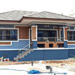 บ้านชั้นเดียวยกพื้นสไตล์ร่วมสมัย3 ห้องนอน 3 ห้องน้ำ ตกแต่งด้วยโทนสีฟ้า-น้ำตาล