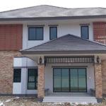 บ้านสองชั้นสไตล์คอนเทมโพรารี 5 ห้องนอน 4 ห้องน้ำ พื้นที่ใช้สอย 239 ตร.ม. สำหรับครอบครัวขนาดใหญ่