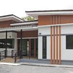 แบบบ้านชั้นเดียวสไตล์โมเดิร์น ดีไซน์หลังคาเล่นระดับพร้อมระเบียงหน้าบ้าน 3 ห้องนอน 2 ห้องน้ำ