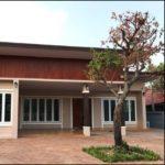 บ้านโมเดิร์นโทนสีน้ำตาลแนวยาว หลังคาเพิงหมาแหงน 3 ห้องนอน 3 ห้องน้ำ พร้อมที่จอดรถ พื้นที่ใช้สอย 170 ตร.ม.