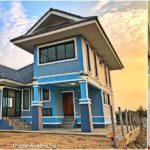 แบบบ้านชั้นครึ่งรูปทรงร่วมสมัย สีสันสดใส โดดเด่นด้วยหลังคาทรงมะนิลา 3 ห้องนอน 2 ห้องน้ำ พื้นที่ใช้สอย 103 ตร.ม.