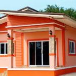 บ้านชั้นเดียวรูปทรงร่วมสมัย ตกแต่งสีสันสดใส ดีไซน์ครบครัน 2 ห้องนอน 2 ห้องน้ำ พื้นที่ใช้สอย 113 ตร.ม.