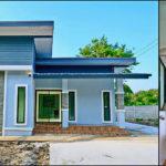 บ้านชั้นเดียวสไตล์โมเดิร์น หลังคาทรงสโลป ตกแต่งโทนสีฟ้าสบายตา2 ห้องนอน 2 ห้องน้ำ