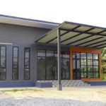 บ้านแนวโมเดิร์นชั้นเดียว 1 ห้องนอน 2 ห้องน้ำ พร้อมพื้นที่ภายในสไตล์อินดัสเทรียล เหมาะเป็นทั้งร้านกาแฟและโฮมออฟฟิศ