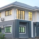 บ้านสองชั้นรูปทรงร่วมสมัย 3 ห้องนอน 3 ห้องน้ำ สวยสะอาดตาด้วยโทนสีที่เรียบง่ายแต่ดึงดูด