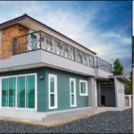 บ้านสองชั้นสไตล์คอนเทมโพรารี พร้อมระเบียงแบบทอดยาว 3 ห้องนอน 3 ห้องน้ำ พื้นที่ใช้สอย 222 ตร.ม.
