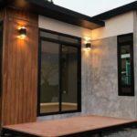 แบบบ้านน็อคดาวน์โมเดิร์น ดีไซน์ขนาดเล็ก รูปทรงตัวแอล 1 ห้องนอน 1 ห้องน้ำ พื้นที่ใช้สอย 27 ตร.ม. งบประมาณ 225,000 บาท