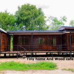 แบบบ้านไม้ชั้นเดียวยกพื้น ดีไซน์โมเดิร์นผสมคลาสสิก พร้อมระเบียงกว้าง 2 ห้องนอน 1 ห้องน้ำ พื้นที่ใช้สอย 95 ตร.ม.