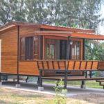 บ้านไม้น็อคดาวน์ชั้นเดียว ดีไซน์ยกพื้น 1 ห้องนอน 1 ห้องน้ำ เหมาะกับเป็นบ้านสวน หรือบ้านพักตากอากาศ