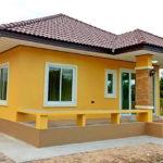 บ้านชั้นเดียวยกพื้นต่ำสไตล์คอนเทมโพรารี สวยสดใสด้วยสีเหลือง 2 ห้องนอน 2 ห้องน้ำ พร้อมเฉลียงกว้างหน้าบ้าน