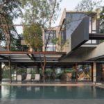 The Hillside House บ้านแนวรีสอร์ท สวรรค์แห่งการพักผ่อน โดดเด่นด้วยงานเหล็กและคอนกรีต พร้อมดีไซน์ที่เป็นมิตรกับธรรมชาติ