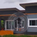 บ้านเดี่ยวโมเดิร์นชั้นเดียว 2 ห้องนอน 1 ห้องน้ำ โทนสีเทาตัดส้ม พื้นที่ใช้สอย 88 ตร.ม.