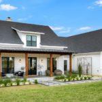 แบบบ้านโมเดิร์นฟาร์มเฮาส์โทนสีขาว บรรยากาศอบอุ่นเป็นธรรมชาติ 4 ห้องนอน 2 ห้องน้ำ พื้นที่ใช้สอย 249 ตร.ม.