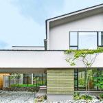 บ้านญี่ปุ่นสองชั้น ดีไซน์เน้นการเปิดโล่ง เชื่อมต่อตัวบ้านและสวนเข้าไว้ด้วยกัน ผสานพื้นที่ใช้ชีวิตเป็นหนึ่งเดียวกับธรรมชาติ