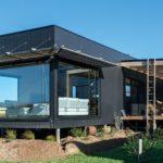 บ้านยกพื้นสร้างจากตู้คอนเทนเนอร์ ตอบโจทย์ชีวิตเกษียณ บนพื้นที่ใช้สอย 109.84 ตร.ม.