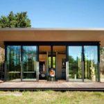 บ้านกล่องพับโมเดิร์นเคบิน สำหรับเป็นเกสต์เฮาส์ ออกแบบเพื่อการพักผ่อนท่ามกลางธรรมชาติ