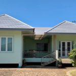 บ้านชั้นเดียวยกพื้นต่ำ โทนสีมิ้นต์อ่อน 3 ห้องนอน 3 ห้องน้ำ และเฉลียงกลางบ้าน พื้นที่ใช้สอย 151 ตร.ม.