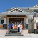 บ้านสองชั้นดีไซน์ร่วมสมัย หลังคามะนิลาโดดเด่น ภายในเรียบหรู 4 ห้องนอน 2 ห้องน้ำ พื้นที่ใช้สอย 225 ตร.ม.