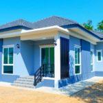 บ้านชั้นเดียวสไตล์คอนเทมโพรารี ขนาดพอเหมาะ 3 ห้องนอน 2 ห้องน้ำ ตกแต่งในโทนสีฟ้าสบายตา