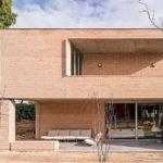 House in Boadilla del Monte ดีไซน์ในแบบโมเดิร์นลอฟท์ พร้อมออกแบบผนังปูนเปลือยแบบสวยดิบ