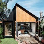 บ้านหลังเล็กดีไซน์โดดเด่นสะดุดตา ตอบโจทย์ที่ดินหน้าแคบหลังลึกได้อย่างลงตัว